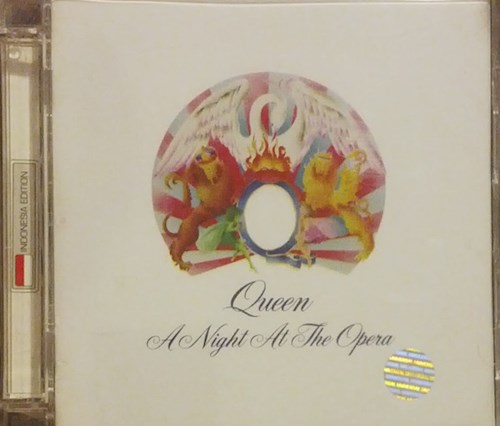 CD A NIGHT AT THE OPERA (DELUXE)